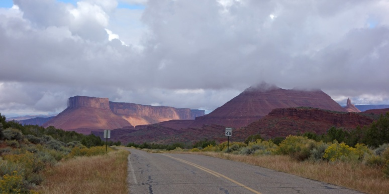 La Sal Loop Road: descending