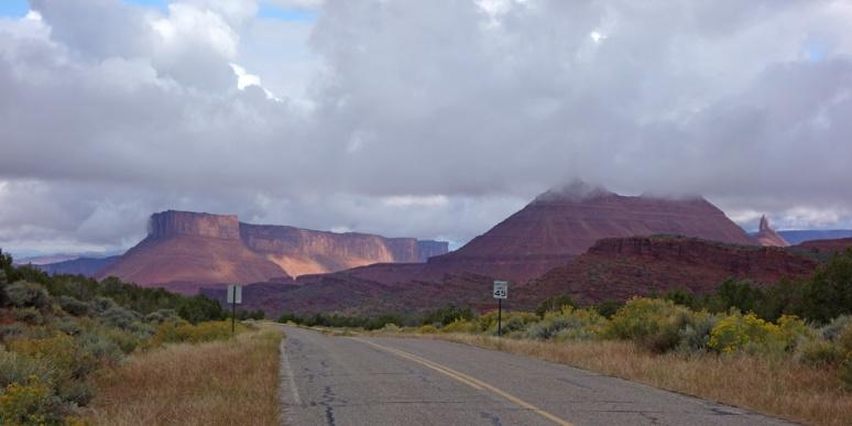 La Sal Loop Road: descending